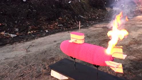 小伙用50000根火柴拼成潜艇,点燃一瞬间差点喷射出去!