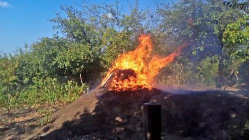 越南小伙将两万根火柴同时点燃,会发生什么?场面十分的震撼