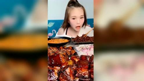吃播小姐姐吃红烧肉,这一大口吃的太爽了,把我都看馋了!