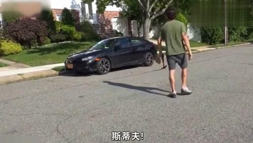 歪果仁作死日常,当邻居买了新车,小伙作死直接砸!