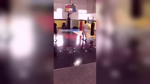 低重心训练,篮球的训练方法有很多,多试试!