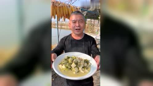 看一下东北猛男怎么炖豆腐,掀开锅盖的那一刻,外省女人看迷了!