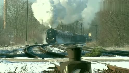 哐当哐当,速度越来越快,还是蒸汽火车加速有劲