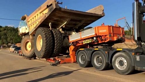 装载777C类自卸车-铲运机提升和运输