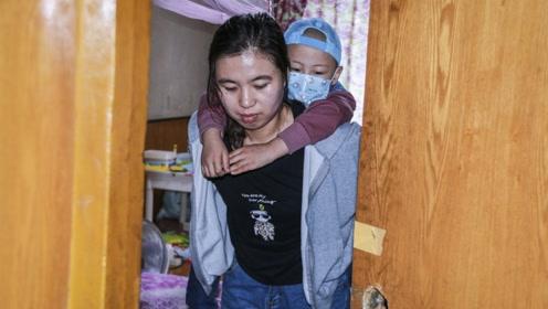 """7岁男孩出租屋自导自演""""小猪佩奇"""" 妈妈:你爸可能回不来了"""