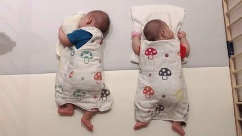 可爱的龙凤胎宝宝,睡觉时一人朝一边,请问你俩睡觉之前是打架了吗?