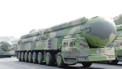 有记者想套中国两款杀手锏导弹的秘密,国防部回应让人拍案叫绝