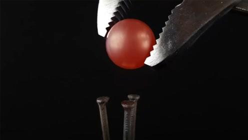 外国牛人将1000℃的金属球丢进水银中,这变化着实让人意外啊!