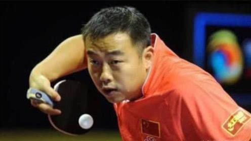 """有一种""""发球""""叫刘国梁,老外摔拍:不打了,这胖子作弊,快得离谱"""