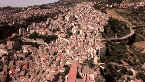 西西里小镇人口减少免费送房 生孩子还有现金奖励
