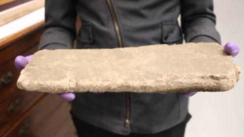 世界公认的最软岩石,男子把它拿在手里,结果发生了神奇的一幕
