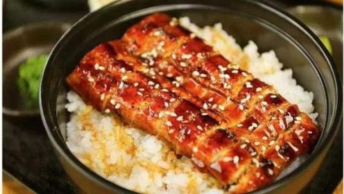 为何日本鳗鱼饭这么贵?看完它的制作过程,很多人无法接受!