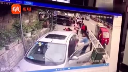 贵州毕节:女司机疑似操作不当,车辆冲上人行道,多人被撞倒