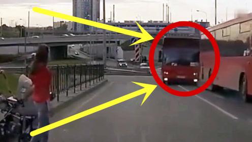 惹不起!公交车司机个个爆脾气,马路上耍横,一脚踏入鬼门关