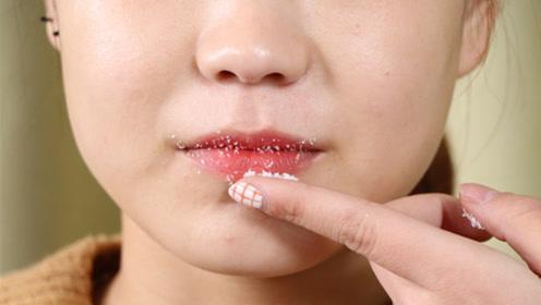 白糖抹一点在嘴唇上,效果太棒了,别提多厉害,不学太亏