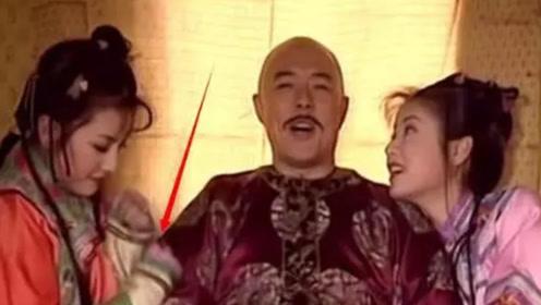 还珠格格:回宫途中,皇上握着紫薇的手,谁注意到一旁的小燕子