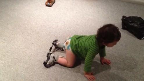太奇妙!1岁小宝宝在调节器帮助下就可以迈步走路了
