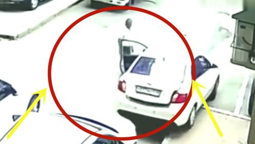 女司机下车狂踩油门,后方轿车瞬间变废墟,监控拍下惊险画面!