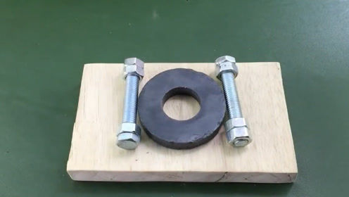 磁铁螺丝铜线搭配在一起能发电吗国外小伙是怎样用它点亮灯泡的