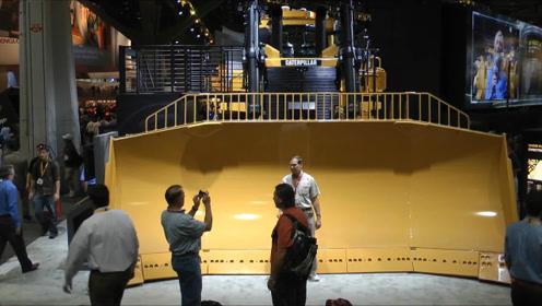 全球最大推土机,一铲下去就是230吨,开动瞬间大地都在颤抖!