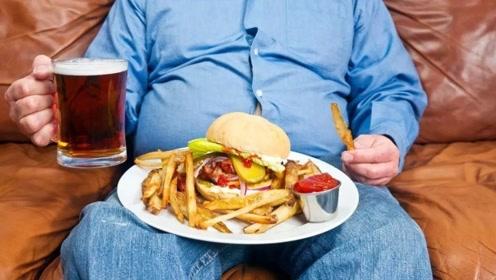 当初那个小伙将女友养成三百斤重,睡塌过3张床,现状如何