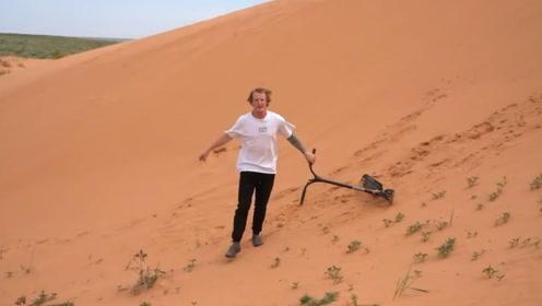 小伙骑上他心爱的滑板车,开始了沙漠自由滑行,翻车只需三秒!