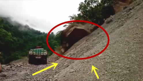 巨石突然从山坡滚落,大货车瞬间成废铁,不是拍下谁信!
