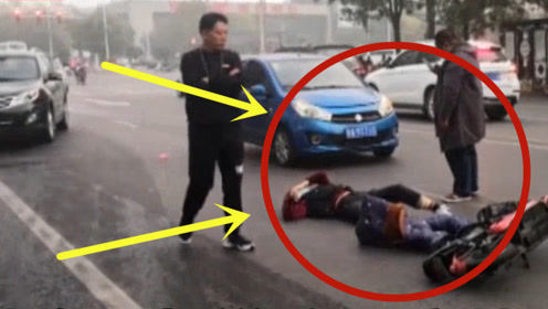 超淡定!花季少女着急上班横穿马路,被撞后竟躺地上淡定刷抖音!