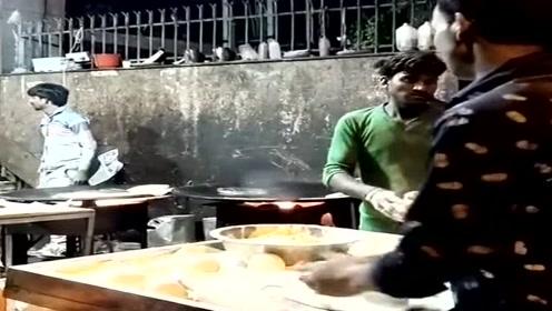 飞饼神技谁玩得好?印度小伙坐不住了,要逆天的节奏?