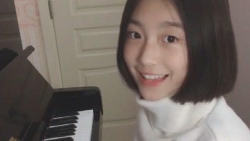 女生学习钢琴8年,发布自弹自唱视频,被赞天使面容和初恋嗓音