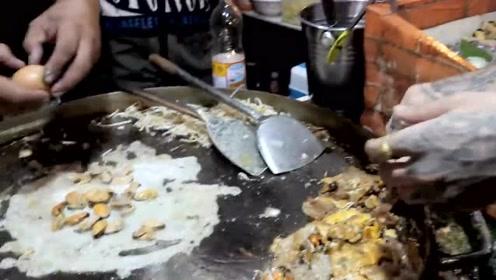 泰国的蚵仔煎,一勺面糊+鸡蛋+海蛎,火爆的街头小吃