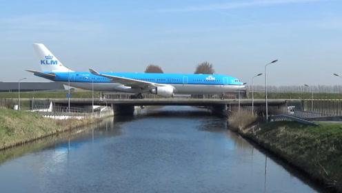 假如飞机迫降到大桥上,会发生什么?后果简直不堪设想!