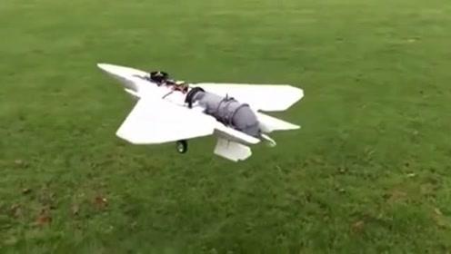 男子自制一个F35战斗机模型,可以改变喷口方向,太牛了