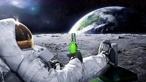 """如果在月球上""""倒水""""水会落在地上吗?科学家:结果出乎意料"""