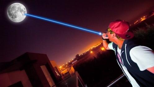 激光可以照到月球上吗?小哥用激光笔测试,神奇的一幕发生了!
