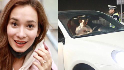 韩庚豪车现身机场接女友,女友戴大钻戒出现,自己却被贴了罚单