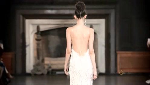 高贵典雅的气质,美女漫步走来,感觉心动了