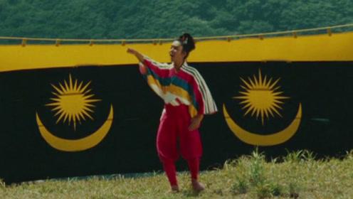 日本电影大师黑泽明拍戏有多疯狂:搭景烧3次、让美术把山染绿……