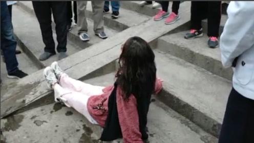 女子跳河轻生被救:快点把我抬回去!我好冷啊