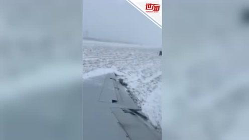 美国客机雪天滑出跑道机翼着地 机身狂抖乘客阵阵尖叫