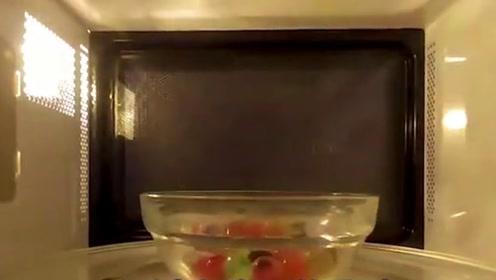 """水晶球放进微波炉加热24小时会怎样?镜头记录""""恐怖""""瞬间!"""