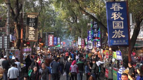 西安人口比成都少一半,为什么大街上的人,却比成都多得多!