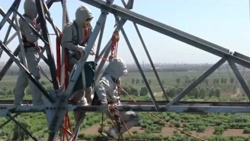高空作业的电力工人,50万伏吊篮电位作业,工人下去瞬间我被吓到了!