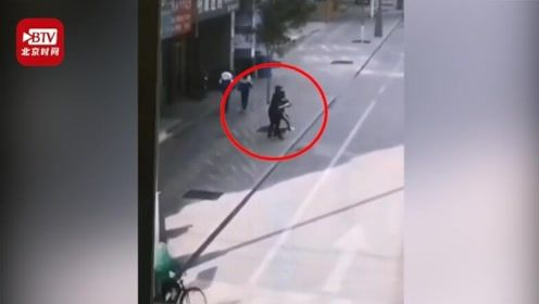 白银一男子当街强行搂抱女学生 警方:嫌疑人已抓获