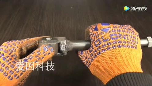 大叔改良传统扳手,安全省力10倍,这样的发明简直太实用了