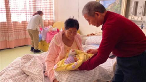 68岁妇女不顾医生反对,坚持生下小女儿,看完孩子现状却令众人沉默