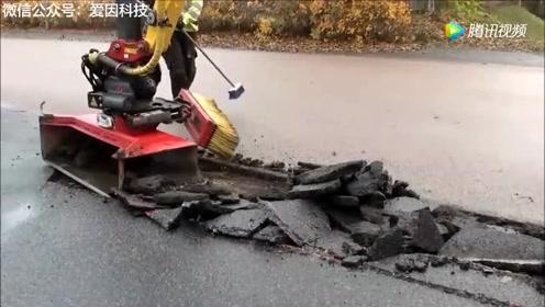 德国人修复破损路面,只用一台机器,基本看不到工人