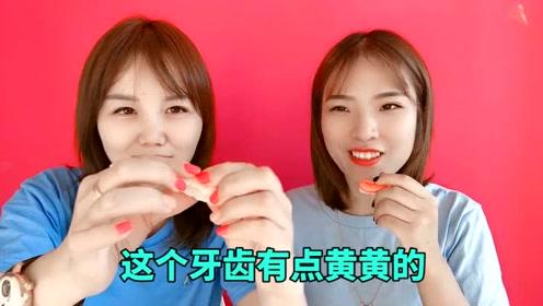 恶心的牙齿软糖,实在吃不下去的两人只好看搞笑视频PK谁先笑谁吃