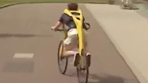 能背在身上的自行车,没有座椅和链条,靠什么行驶?