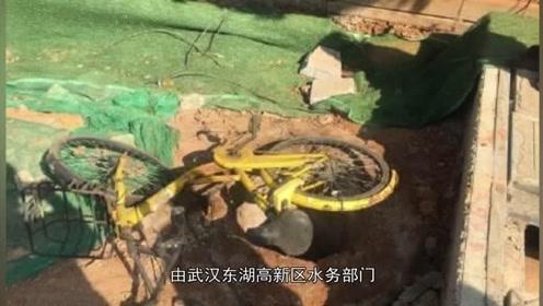 武汉一男童掉落下水道,找到时已无生命特征,目前仍在调查